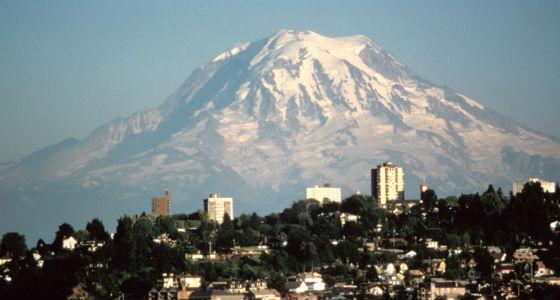 Mount-Rainier-over-Tacoma