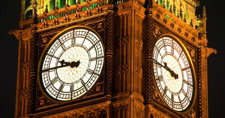 reloj-noche-750x393