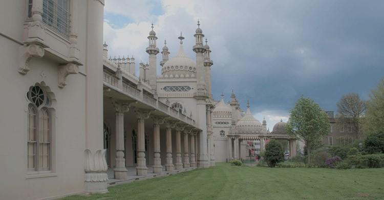 Brighton-sus-construcciones-y-la-famosa-playa.-Berit-Watkin-Flickr.