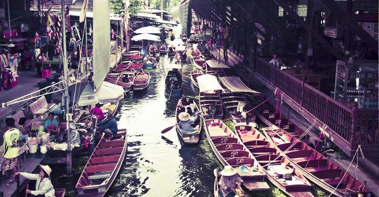 Mercado-Flotante-de-Dammonoen-SaduakRoberto-Faccenda-Flickr