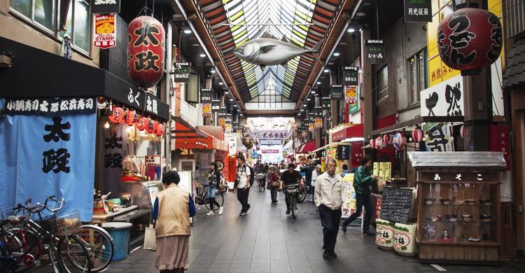 Mercado-de-Kuromon-cheehong-Flickr