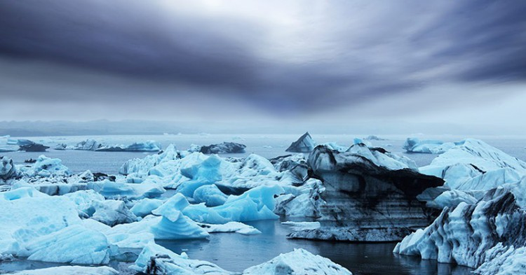 vatnajokull-icebergs-formed-due-to-the-separation-from-vatnajokull-glacier