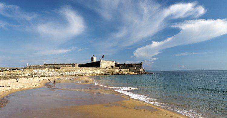 Playa-de-Carcavelos-iStock