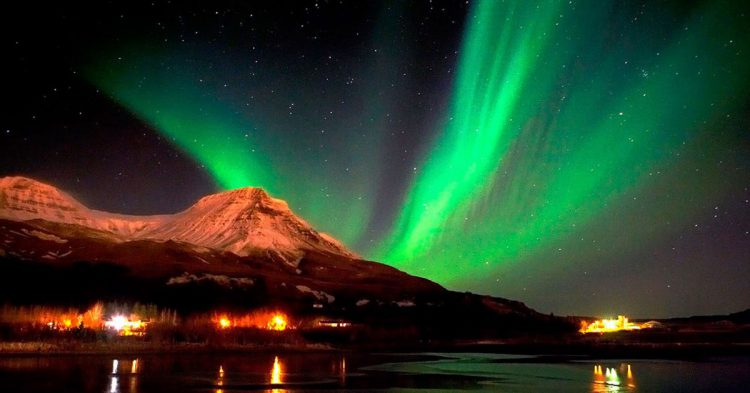 Sweden Seeing-the-Northern-Lights-for-a-romantic